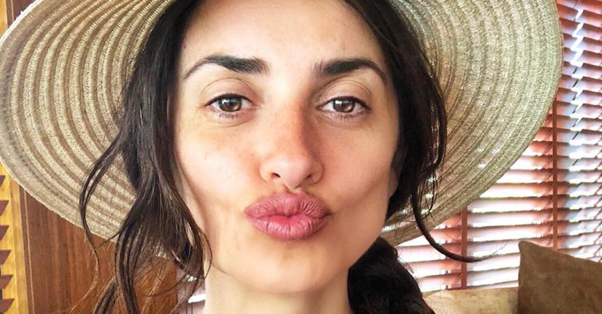 Penelope-Cruz-selfie-from-Dubai