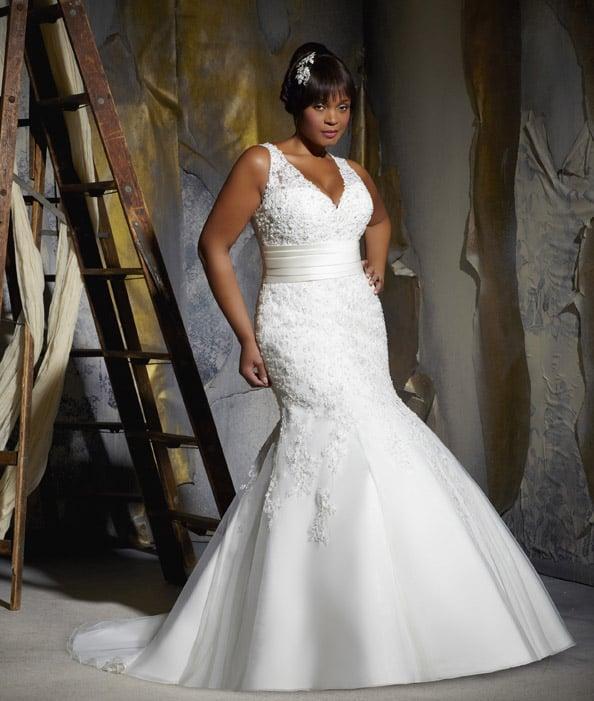Wedding dress tips for plus size brides