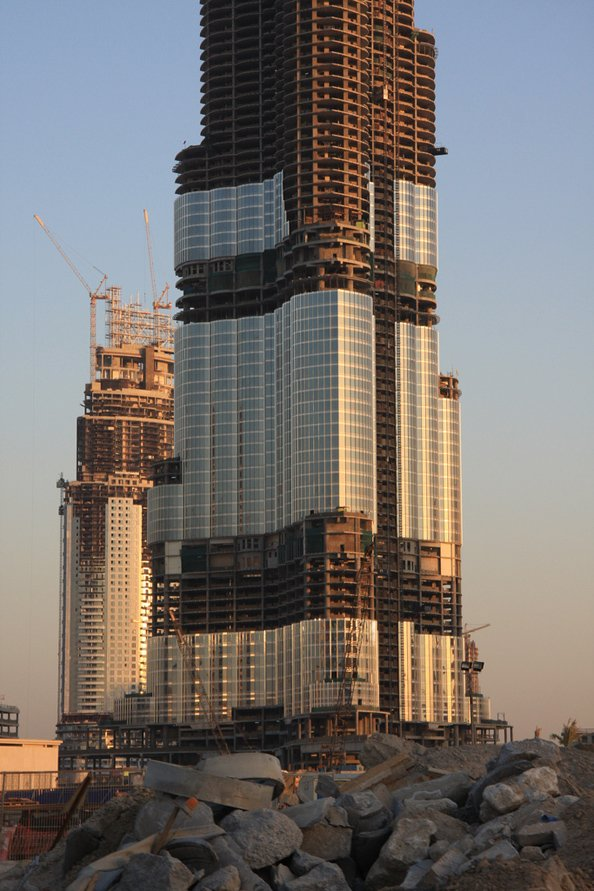 The glass cladding starts covering the reinforced concrete in 2007.
