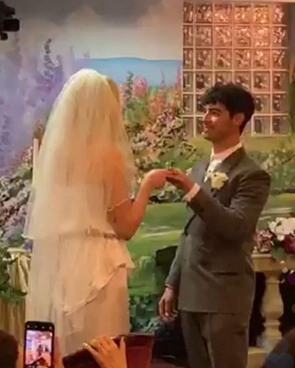 Sophie-Turner-marries-Joe-Jonas-las-vegas