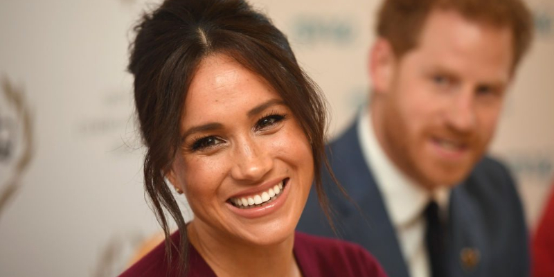 meghan-markle-zodiac-necklaces